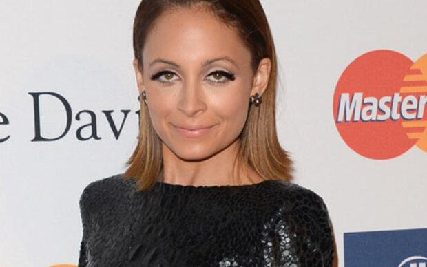 Nicole Richie bringt komplett schwarze Mode-Kollektion heraus