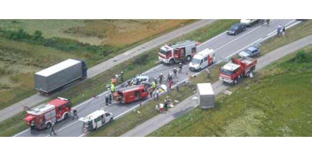 Fünf Verletzte bei schwerer Fahrzeugkollision