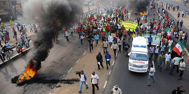 Nigeria: Präsident senkt die Benzinpreise