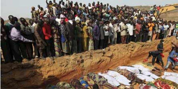 Tausende flüchten nach Massaker