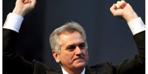 Knappes Rennen um serbisches Präsidentenamt