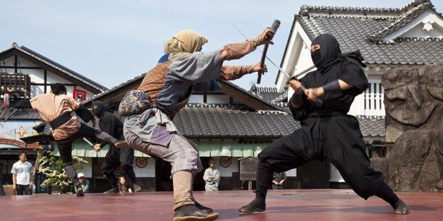 Amerikaner wird Vollzeit-Ninja in Japan