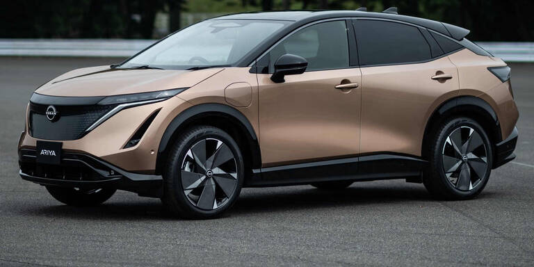 Nissan greift mit E-Crossover Ariya an