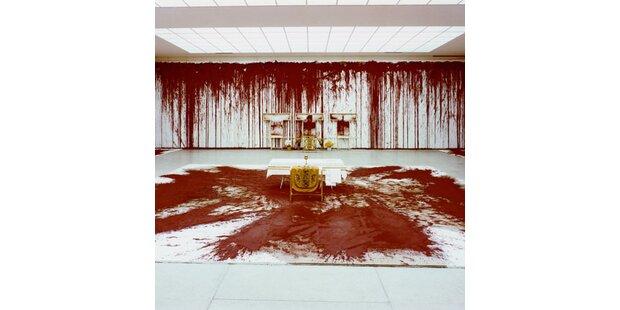 Der Blut-Exzess des Hermann Nitsch in Mistelbach