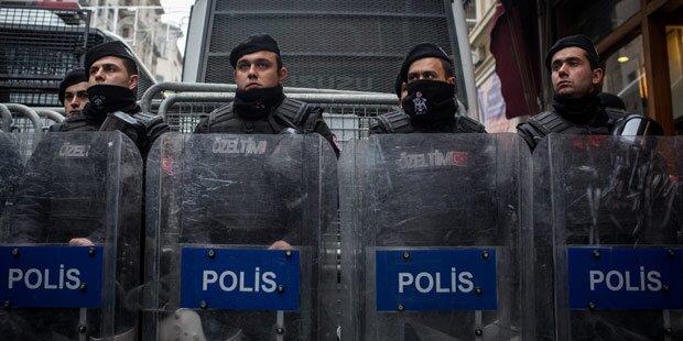 Türkei riegelt niederländische Botschaft ab