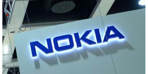 Nokia stellt Billig-Handys vor und organisiert um