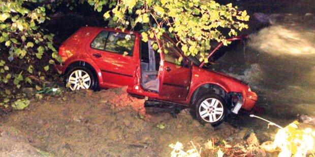 Schwangere stürzt mit Auto in Fluss