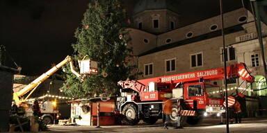 Christkindlmarkt Baum stürzt