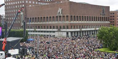 100.000 in Oslo auf der Straße