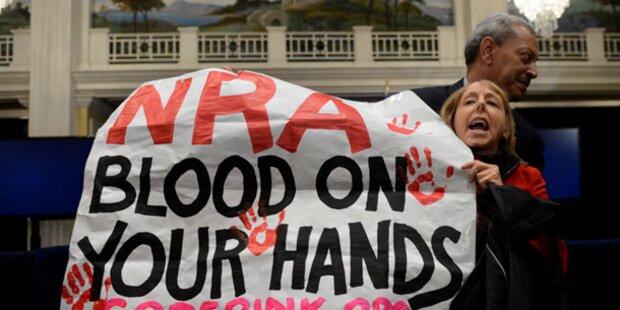 NRA fordert mehr Waffen an Schulen!