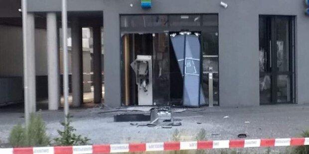 Unbekannte sprengen Bankomat in Osttirol