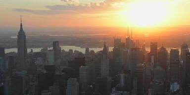Sonnenuntergang über Dächern von New York