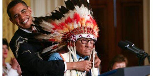 Obama ehrt Indianerhäuptling