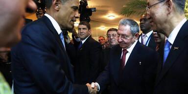 Obama schüttelt Castro die Hand