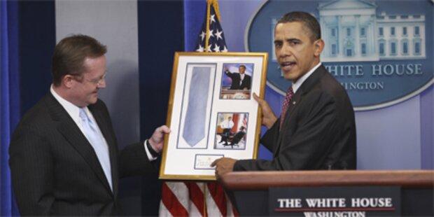 Obama verabschiedet Sprecher mit Humor