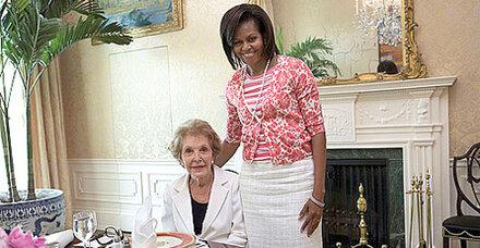 Wunderschöne First Lady in Billig-Mode