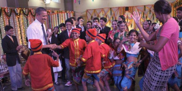 Obamas tanzen mit indischen Schülern