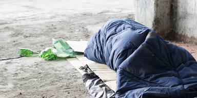 Innsbrucker Obdachloser schläft auf der Straße