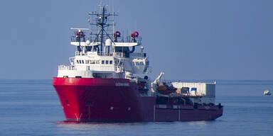 """""""Ocean Viking"""" nimmt 90 weitere Flüchtlinge auf"""