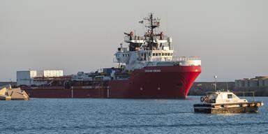 """Italienische Küstenwache setzt """"Ocean Viking"""" fest"""