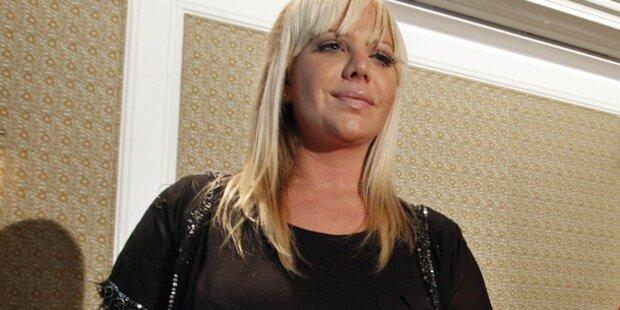 Zu sexy: Strenger Chef feuert Blondine