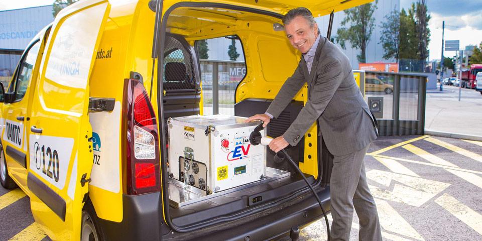 39 benzinkanister 39 f r elektroautos im probebetrieb mega powerbank zum nachladen. Black Bedroom Furniture Sets. Home Design Ideas