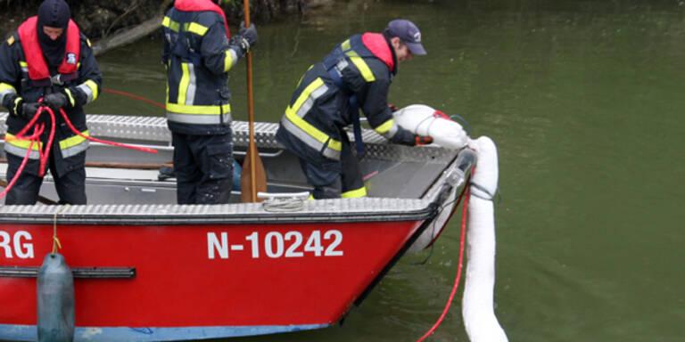 Ölteppich breitet sich auf der Donau aus