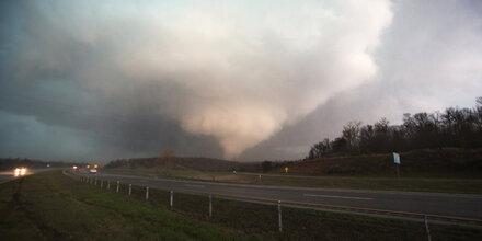 25 Tote nach Tornado in Amerika