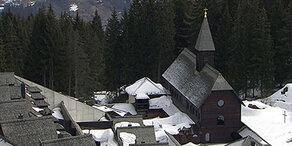 Rettungs-Drama um 30 Nonnen und einen Pfarrer