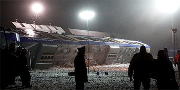 Zugsunglück: 11 Tote, zahlreiche Verletzte