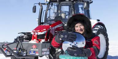 Frau fuhr mit Traktor zum Südpol