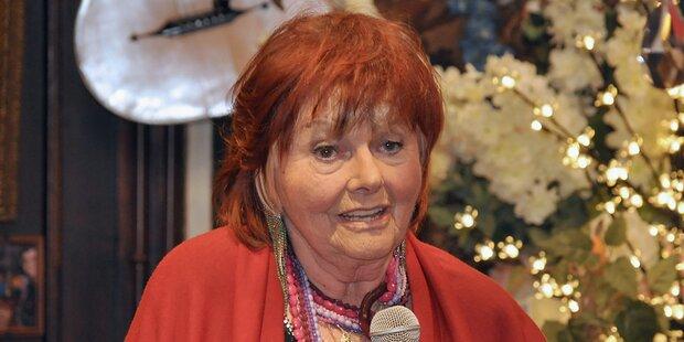 Elfriede Ott wird im Ehrengrab von Hans Weigel beigesetzt