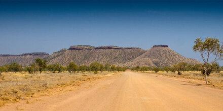 Junge Familie im Outback verdurstet