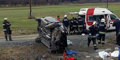 Mann aus Auto geschleudert -  tot