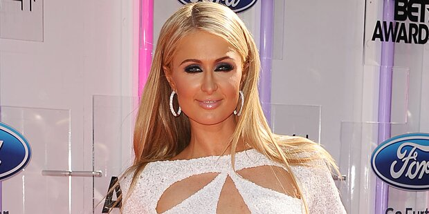 Paris Hilton singt schon wieder