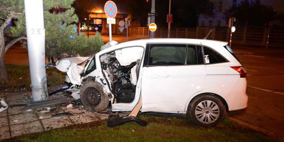 Wien-Liesing: Zwei Personen bei Unfall auf Triester Straße lebensgefährlich verletzt
