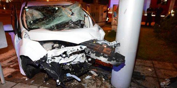 Horror-Crash fordert drei Schwerverletzte in Wien-Liesing