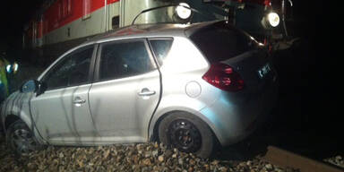 Zeuge rettet Lenkerin vor heranrasendem Zug