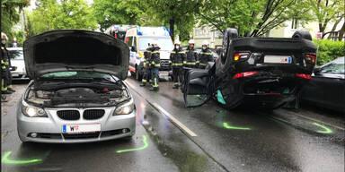 82-Jährige Lenkerin crashte in Pkw: Zwei Verletzte