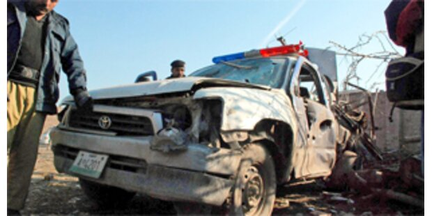 Taliban steckten NATO-Fahrzeuge in Brand