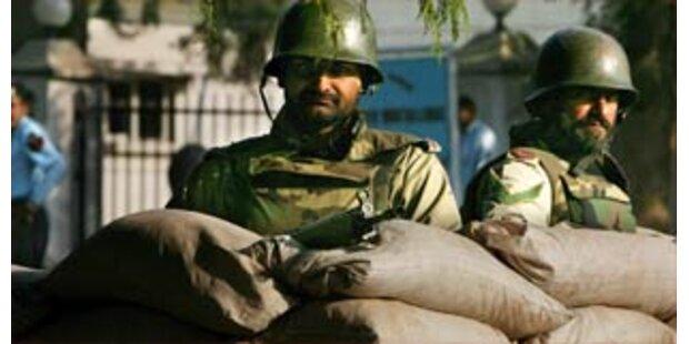 Polizei geht gegen Demonstranten in Pakistan vor