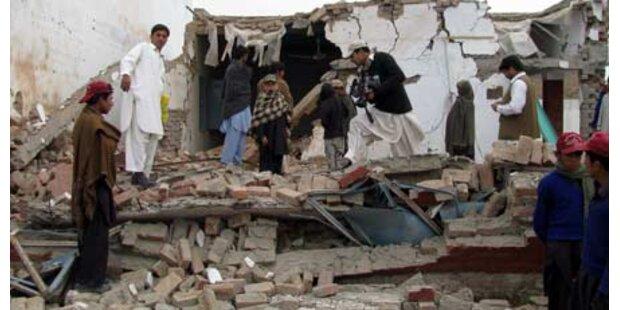 Terroristen sprengen Mädchenschule