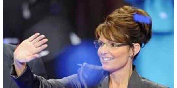 Palin macht sich Notizen auf die Hand