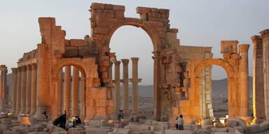 Russen bombardieren erstmals Palmyra