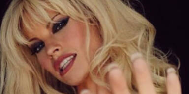 Lily James als Pamela Anderson