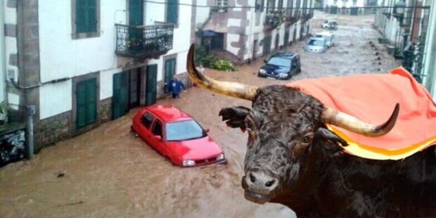 Pamplona kurz vorm Stierkampf überflutet
