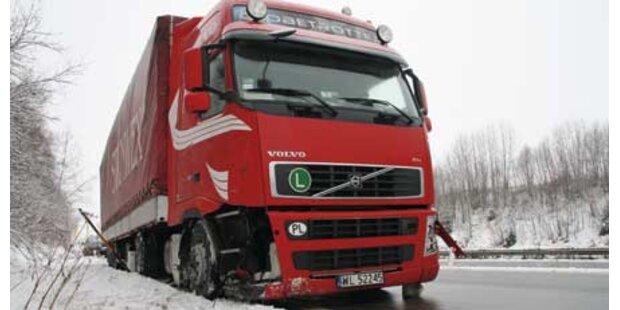 Lkw-Fahrer rammte im Rausch zwei Pkws