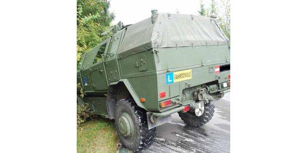 Bundesheer-Panzer kollidierte mit Pkw - ein Toter