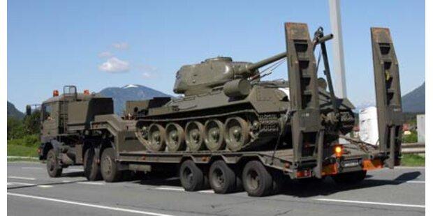 Kampfpanzer rollte am Wurzenpass an