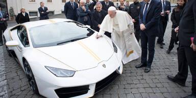 Papst-Lamborghini erzielt Rekordpreis